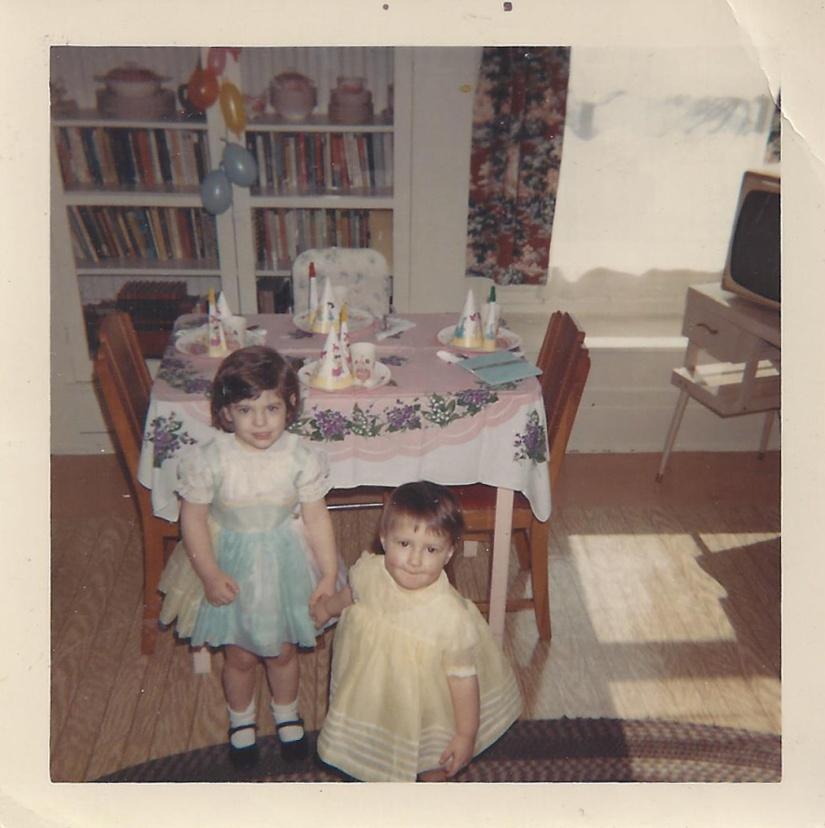 286a Angie and Catherine Shea 1967